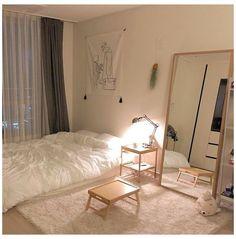 Small Room Design Bedroom, Room Ideas Bedroom, Long Bedroom Ideas, Bedroom Art, Bedroom Designs, Bedroom Furniture, Urban Outfiters Bedroom, Minimalist Bedroom Small, Cozy Room