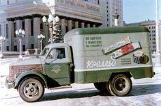 08 ГАЗ-51 с изотермическим кузовом КИ 51  Фургон Кремы у здания МГУ