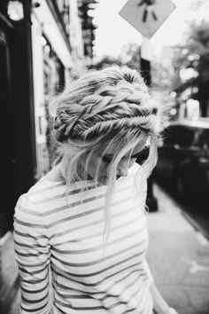 It may seem very complicated or difficult to get the perfect Milkmaid Braid hairstyle. So, here is everything you need to know about milkmaid braids.Here you will also get step by step video tutorial on how to make Milkmaid Braid in Cute Hairstyles For Teens, Teen Hairstyles, Summer Hairstyles, Wedding Hairstyles, Modern Hairstyles, Gorgeous Hairstyles, Hairstyles 2018, Glamorous Hairstyles, Romantic Hairstyles