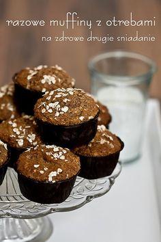 Razowe muffiny z otrębami Vegan Treats, Vegan Desserts, Vegan Recipes, Cooking Recipes, Vegan Runner, Vegan Gains, Muffins, Vegan Pizza, Vegan Cake