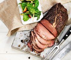 Tjälknöl görs på fryst fransyska, och resultatet blir ett riktigt härligt kött. Det tar dock ett tag att tillaga tjälknölen, så det är inget recept för den som önskar en snabb middagslösning!