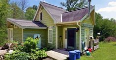 The 450-square-feet colorful cottage boasts the cutest decoration ideas ever and a shower to be seriously proud of.