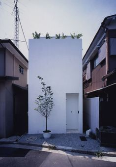 'love house' by takeshi hosaka was designed for a couple. on a very small site of 33 square meters, the designer planned a building of frontage 2.7m / about 9m deep. he divided the top ceiling with a huge curve and created the roof and the space, with a big hole in the centre where you can see the sky. it is located in kanagawa, Japan