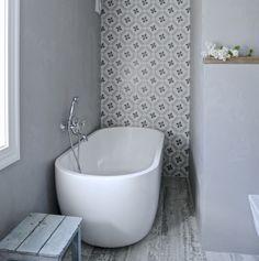 Mias Interior / New Room Interior / Vives Azulejos y Gres / Calvet Gris… Tub Tile, Wall Tiles, Modern Bathroom, Master Bathroom, Bath Mixer Taps, Gray And White Bathroom, Timber Furniture, Bath Remodel, New Room
