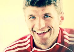 Thpomas Muller...that smile...so adorable *-*