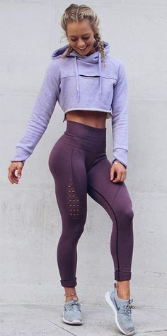 I freaking love gymshark active leggings! Gymshark Athlete, Becca Sills pairs her Purple Wash Energy Seamless leggings with the Cropped Raw Edge hoodie in Pastel Lilac. Legging Outfits, Leggings Outfit Fall, Yoga Outfits, Sport Outfits, Purple Leggings, Leggings Fashion, Cropped Hoodie Outfit, Running Outfits, Yoga Pants Outfit
