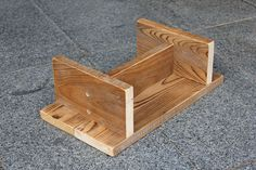Simple step stool for a child home projects столярные работы Scrap Wood Projects, Woodworking Projects Diy, Projects For Kids, Diy For Kids, Diy Projects, Woodworking Lathe, Diy Stool, Step Stools, Bar Stools