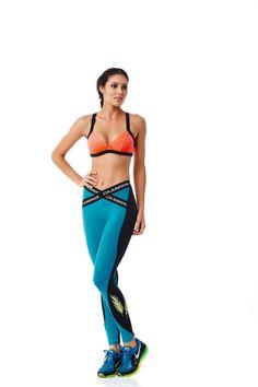 6252 Legging Elastic   Für sportbegeisterte Damen die das Außergewöhnliche lieben ist diese Legging perfekt.  Sie können diese Legging zum regelmäßigen Sport und in Ihrer Freizeit tragen.  Kombinieren Sie diese tolle Legging mit einem T-Shirt, Body, Sport BH oder Tank Top von CajuBrasil  Diese ausgefallenen exklusive Legging  ist in der Farbekombination türkis/schwarz erhältlich.  Die Beinlänge ist knöchellang.