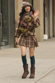 Street Chic! Krysten Ritter looks adorable! Love this.
