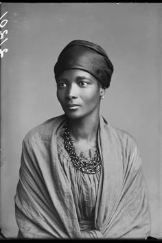 Hidden histories: the first black people photographed in Bri.-Hidden histories: the first black people photographed in Britain – in pictures Eleanor Xiniwe of the African Choir, Photograph: Hulton Archive/Getty Images - Portrait Studio, Photo Vintage, Victorian Women, Victorian Photos, Victorian Corset, Looks Vintage, Vintage Black, Vintage Stuff, African American History