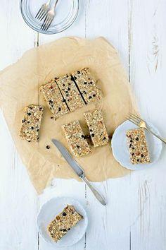Blueberry, Almond, and Puffed Amaranth Granola Bars Recipe @ohmyveggies @beardandbonnet