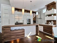 Maison à vendre Mirabel en Haut, 10990, rue de la Topaze, immobilier Québec | DuProprio | 590807 Emma's Kitchen, Kitchen Dinning Room, Modern Kitchen Cabinets, Modern Kitchen Design, Kitchen Decor, Dream Home Design, House Design, Küchen Design, Kitchen Colors