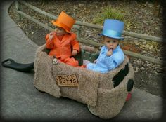 Dumb and Dumber Baby Costumes. Awesome.  HALLOWEEN COSTUMES FOR MY FUTURE GRANDBABIES.  HOPE YOU AND CHAUNCEY HAVE KIDDO'S AT THE SAME TIME!  YOU CAN DRESS THEM UP LIKE THIS AND REMEMBER YOUR OWN CHILDHOOD HALLOWEEN TIMES! LOL