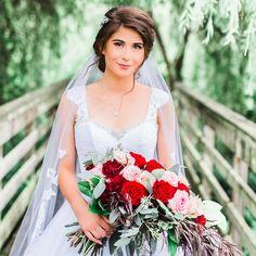 #SummerWedding #Weddingideas #weddingposesforbride #Bride #DavidTuteraWeddingGown #cathedralveils