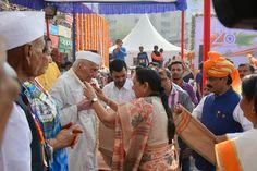 પ્રજાસત્તાક દિવસના પર્વની ઉજવણીના ભાગરૂપે મેયરશ્રી ગૌતમ શાહ, પૂર્વ મુખ્યમંત્રી આનંદીબેન પટેલ તથા અન્ય મહાનુભાવોના હસ્તે સ્વાતંત્રય સેનાનીઓના સંબંધીઓનું સન્માન કરવામાં આવ્યું. #Freedomfighters #Republicday #26january #68threpublicdayofindia Ahmedabad, India AMC-Ahmedabad Municipal Corporation Anandiben Patel Gautam Shah
