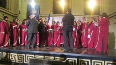 Que detalle de la organización en Viña, hermosos recuerdos entregados al coro y su director.