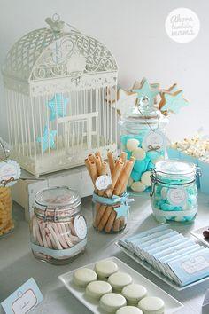 Un bautizo de niño decorado con estrellas y teñido de azul celeste. Ideal para familias con mucho gusto por los pequeños detalles