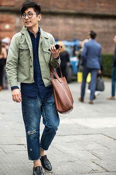 カーキGジャン×紺ストライプシャツ×デニムパンツ×黒スリッポン | メンズファッションスナップ フリーク | 着こなしNo:150227