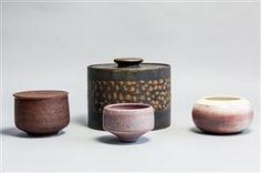 Vare: 4023776Ursula Scheid, samling keramik, skåle og lågkrukker (4)