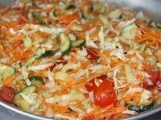 Tento salát je náš rodinný klenot, děláme ho každý rok: Bez zavařování, jednoduchý a výborný i sám o sobě! Cabbage, Vegetables, Food, Essen, Cabbages, Vegetable Recipes, Meals, Yemek, Brussels Sprouts