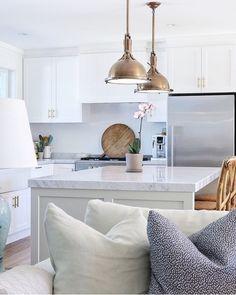Bright, neutral kitchen