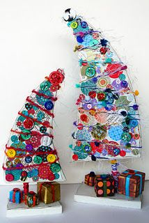 art glitter button christmas tree - Finally! Something to do with all those odd buttons, 'n earrings, 'n ????