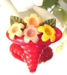 CUTE MARION WEEBER BASKET OF FLOWERS BUTTON P7