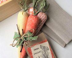 Easter Gift, Easter Crafts, Diy Osterschmuck, Diy Crafts, Easter Fabric, Easter Table Decorations, Textiles, Easter Baskets, Easter Eggs