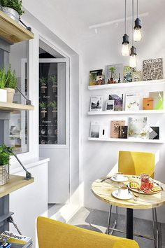 architecture have recently completed the Interior TR project, consisting of a cozy studio apartment that maximizes living spaces in Moscow, Russia. Small Space Living, Small Spaces, Living Spaces, Living Room, Cozy Studio Apartment, Apartment Living, Apartment Interior, Apartment Plants, Apartment Projects