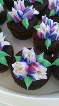 Tulip buttercream cupcakes by Connie Cakes Hanover Pa