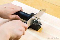 【写真で解説】包丁の研ぎ方は4通り!家庭でできる簡単な方法は? | コジカジ Knife Block, Can Opener, Household, Canning, Home Canning, Conservation