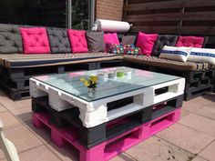 DIY Recycled Pallets Outdoor Furniture like outside seats for night sit with some java or another consumes. DIY Recycled Pallets Outdoor Furniture like outside seats for night sit with some java or another consumes. Pallet Garden Furniture, Diy Outdoor Furniture, Rustic Furniture, Home Furniture, Furniture Design, Pallets Garden, Antique Furniture, Furniture Ideas, Modern Furniture