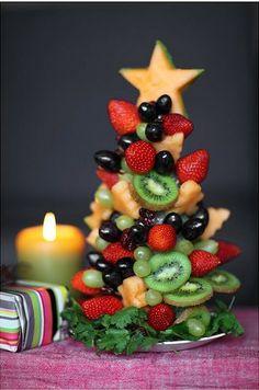 #decoração Uma árvore de Natal bem tropical para decorar a mesa da ceia: