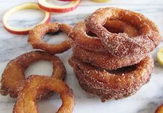 A quick and delicious snack —Apple Rings ?These Cinnamon Apple Rings will be a guaranteed hit in your home! What are you waiting for? Whip up a batch today (gala apple desserts) Apple Snacks, Apple Recipes, Fall Recipes, Soup Recipes, Cinnamon Apple Rings, Cinnamon Apples, Cinnamon Donuts, Doughnuts, Yummy Snacks
