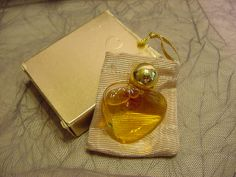 Avon Vintage Heart Shaped Glass Bottle Full In Box Heartstrings Timeless Perfume 1986 Miniature