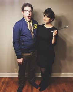 This couples Parks and Recreation costume that'll make you giggle. 18 Couples Who've Pretty Much Nailed This Whole Halloween Thing Clever Couples Halloween Costumes, Halloween Coatumes, Last Minute Halloween Costumes, Movie Couples Costumes, Halloween Inspo, Halloween Pictures, Blues Clues Costume, Shaggy Costume, Janet Snakehole