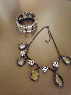 Beautiful Crystal And Rhinestone Necklace With Matching Stretchy Bracelet