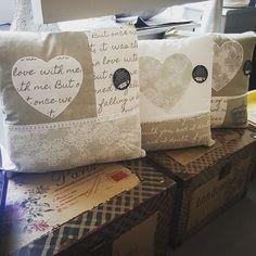 Cojines con mucho corazon   Feliz sábado!! #sabado #cojines #regalosbenavente #lamparasluis #dream #ilusión #cariño #casa #lamparas #moda #tendencia #benavente #zamora #castillayleon #diainolvidable #emocion #regalos #decoración #españa