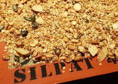 Recette de Granola sans gluten | Guy Demarle Granola Sans Gluten, Snack Recipes, Snacks, How To Dry Basil, Herbs, Food, Nice Breakfast, Snacks Ideas, Essen