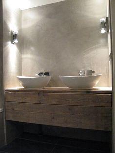 baño, encimera de madera de aspecto envejecido, lavabos de diseño con grifos empotrados en pared con acabado de microcemento. presupuestON.com