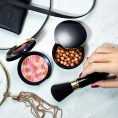 Tell us how you like your bronzer! Comment 1 for pressed and 2 for pearls. #Oriflame #GiordaniGold #Makeup