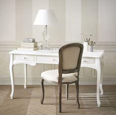 Escritorio blanco con 3 cajones Confection Versailles, Office Desk, Home Office, White Lamp Shade, Parasols, Garden Chairs, Folding Chair, Bed Spreads, Teak