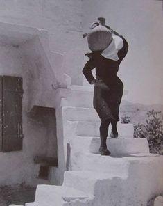 Anogia, Crète, Grèce, 1939 par la photographe grecque Elli Souyoultzoglou-Seraidari dite Nelly's Old Pictures, Old Photos, Vintage Photos, Santorini, Mykonos, Photo Deco, Women Be Like, Greek History, Greek Culture