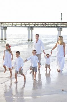 Ideas for family pics at the beach!! family beach photos
