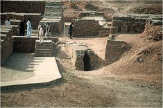 An Ancient Indus Valley Metropolis Bronze Age Civilization, Indus Valley Civilization, Cradle Of Civilization, Ancient Egypt, Ancient History, World Map Outline, Harappan, Mohenjo Daro, Water Architecture