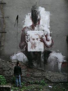Artist : Borondo