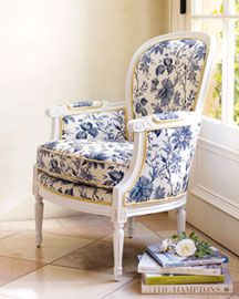 My Romantic Home: The Bergere chair in blue and white. French Country Chairs, French Country Bedrooms, French Country Decorating, Poltrona Bergere, Bergere Chair, Chair Upholstery, Upholstered Furniture, Home Furniture, Floral Chair