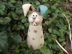 Gartenfiguren - Hase Lümmelchen - ein Designerstück von tongestalten bei DaWanda