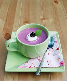 Gyönyörű színű és nagyon finom leves készülhet szederből, ha frisset már nem kapunk, akkor fagyasztottból is tökéletes lesz.   A re...