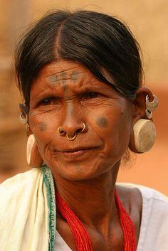India - Orissa | Portrait of a Lanjia Saora woman at Rizangtal village in Orissa. | © Walter Callens